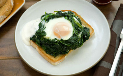 Яйцо в шпинате - вкусные бутерброды