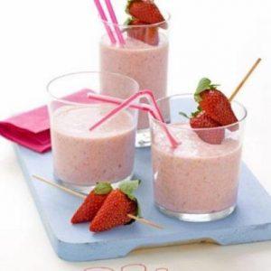 Вкусный рецепт молочного коктейля с мороженым и ягодами