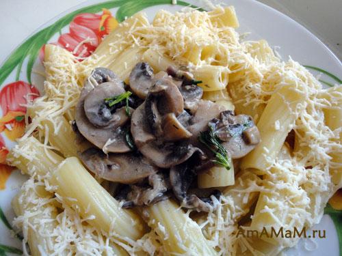 Шампиньоны и макароны - простой рецепт с фото