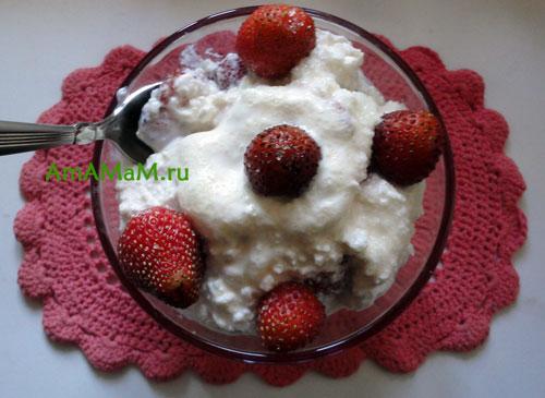 Фото и рецепт творога с клубникой