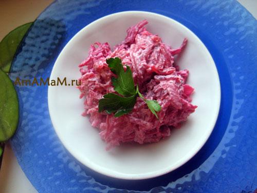 Рецепт салата из кальмаров - со свеклой и чесноком.