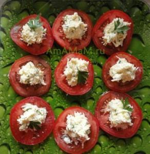 Как приготовить вкусную закуску из помидоров с сырным салатом  - рецепт с фото
