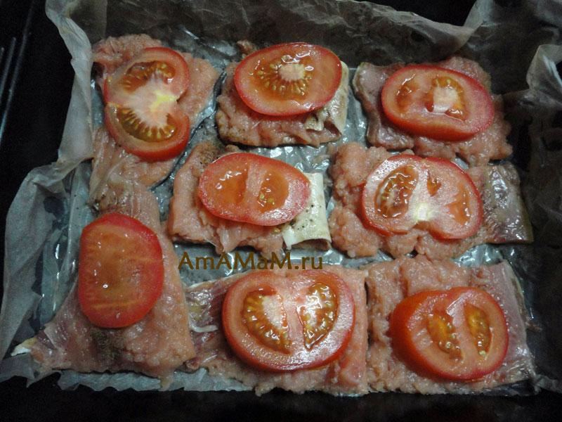 С чем приготовить горбушу - рецепт с помидорами