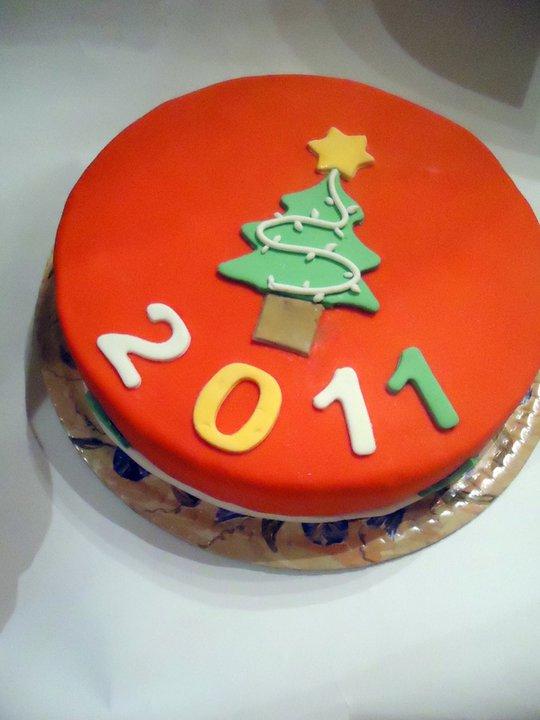 Фото торта под мастикой - новогодний вариант