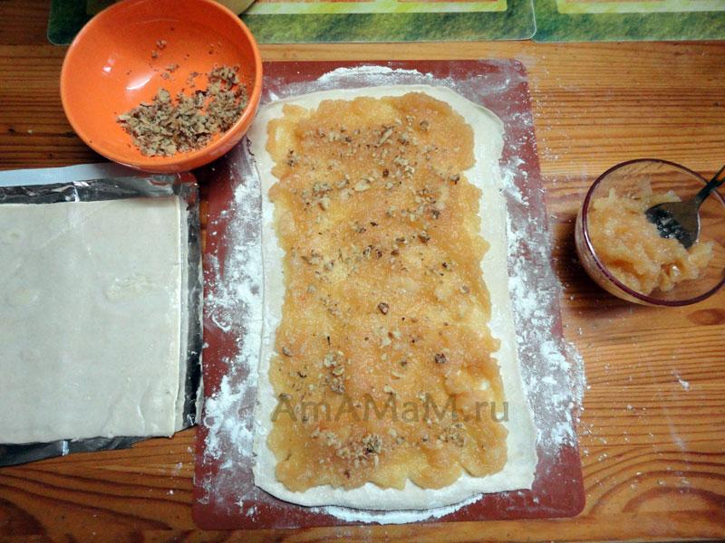 Орехово-яблочная начинка слоеного пирога Змея