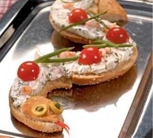 Как делают змейку из бутербродов