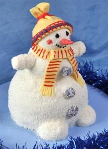 Новогодний торт в виде снеговика