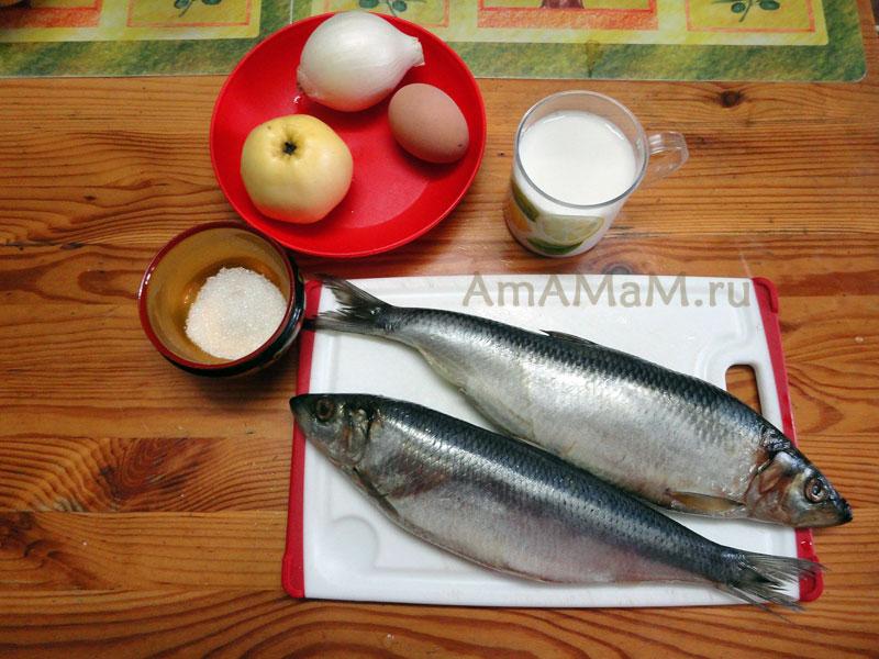 Ингредиенты форшмака (селедка, яблоко, лук, яйцо)