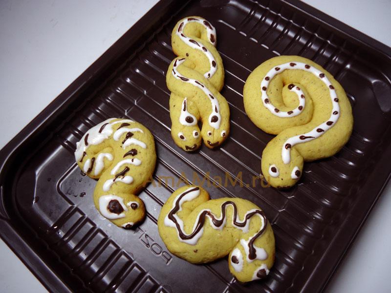Как сделать печенье на НГ в виде змеек