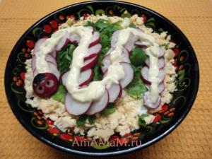 Новогодний салат со змейкой - рецепт и фото