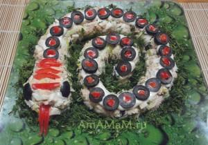 Новый год 2013 - блюда в форме змеи - рыбный салат Змея