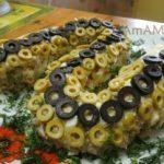 Салат в виде змеи (из Оливье)