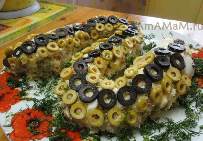 Как выложить салат Оливье (подача к столу) - фото салата в виде змеи