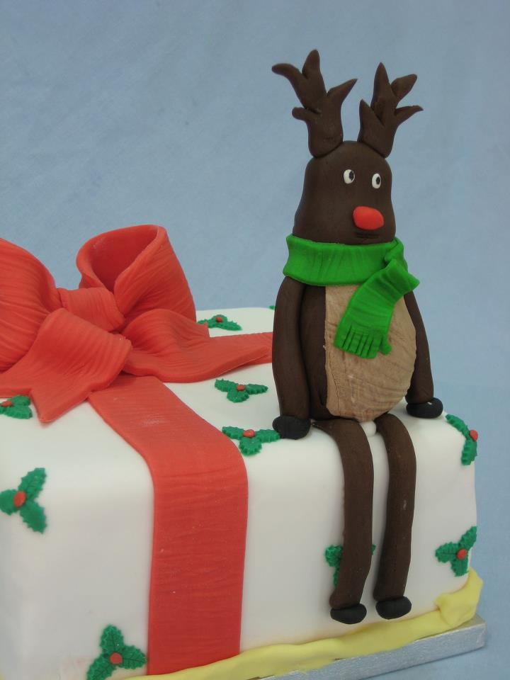 Торт из мастики на Новый год - фото