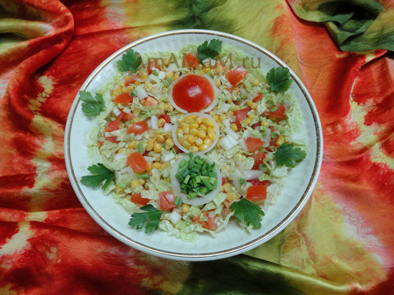 Салат из кукурузы с помидорами - рецепт и фото