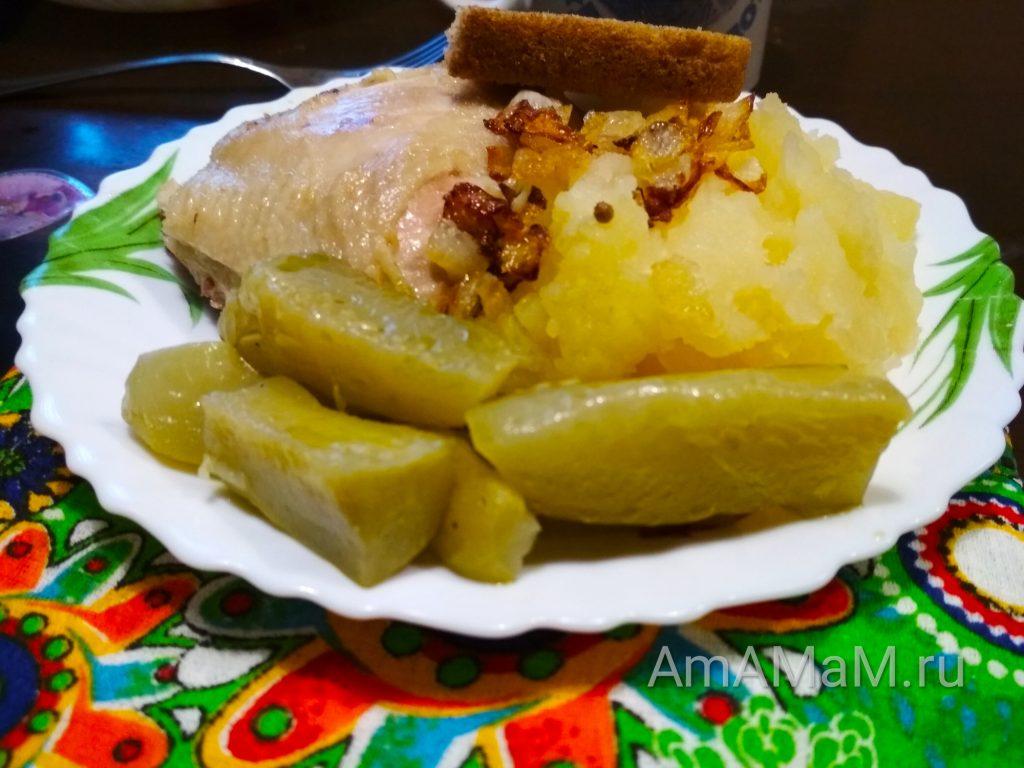 Огурцы с кориандром и чесноком маринованные с маслом