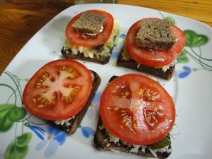 Что сделать из помидоров с сыром - рецепт бутербродов, просто и очень вкусно!