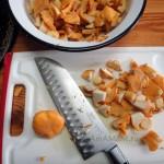 Нарезка лисичек для грибного пирога