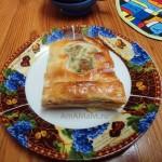 Грибной пирог с лисичками, луком и сыром