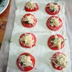 Фото начинки соленых слоек с помидорами и сыром