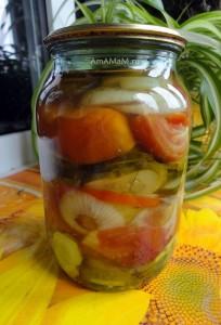 Как консервируют помидоры с огурцами - рецепт салата