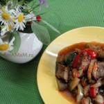 Свинина с баклажанами, болгарским перцем и помидором