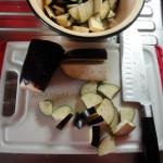 Как нарезать баклажаны кусочками для тушения - фото