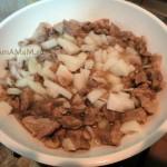 Жарим мясо с луком и картошкой - рецепт