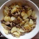 Этапы приготовления жареной свинины с луком и картошкой