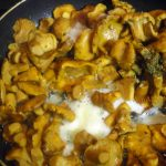 Лисички на сливочном масле сухим способом - рецепт
