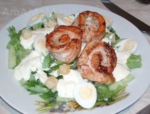 Рецепт салата с лсосем, огурцом и перепелиными яйцами