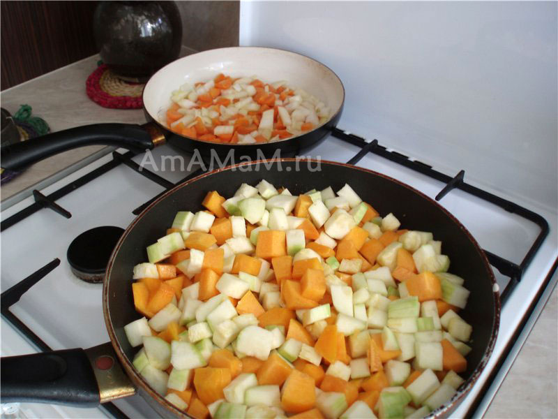 Способ приготовления супа-пюре с кабачками, тыквой, морковкой, луком, сливками и козьим сыром