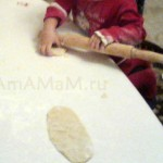 Как раскатать тесто скалкой - фото