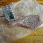 Как отбить мясо, чтобы не испачкаться - фото