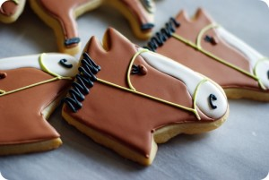 Печенье в форме лошади - фото