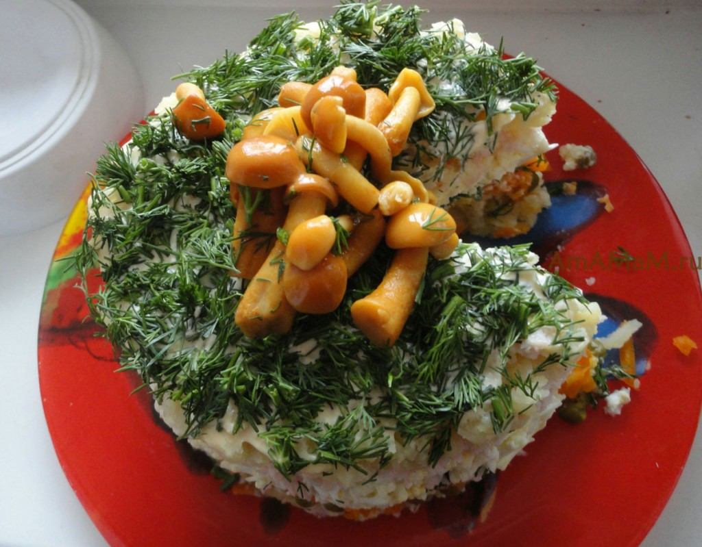 Вкусный и красивый салат с ветчиной для праздничного стола