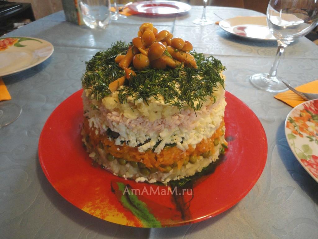 Полосатый салат - слоеный, с ветчиной и яйцами и овощами