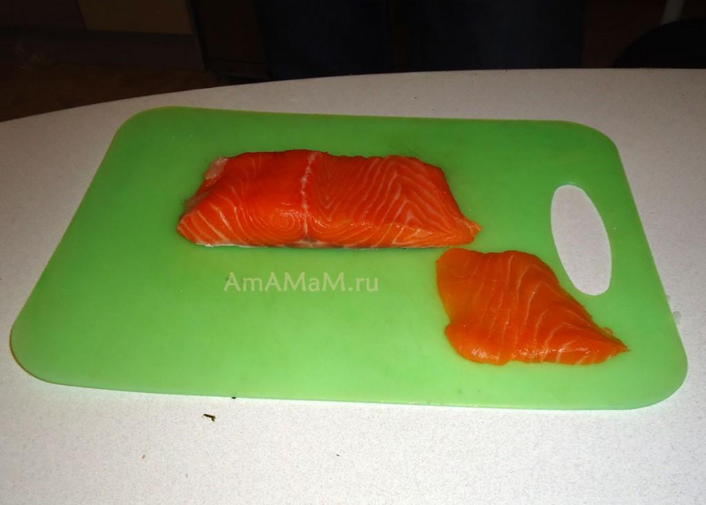 Как правильно разрезать рыбу для роллов