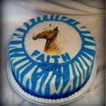 Как украсить новогодний торт лошадью