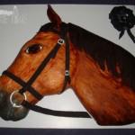 Фигурный торт в форме головы лошади Фото: cakesdecor.com
