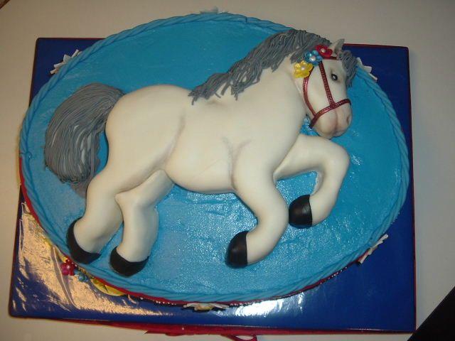 Торты с фигурками коней - фото, как сделать