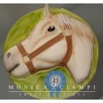 Белый конь - торт, покрытый мастикой