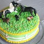 Красивы торт с лошадьми