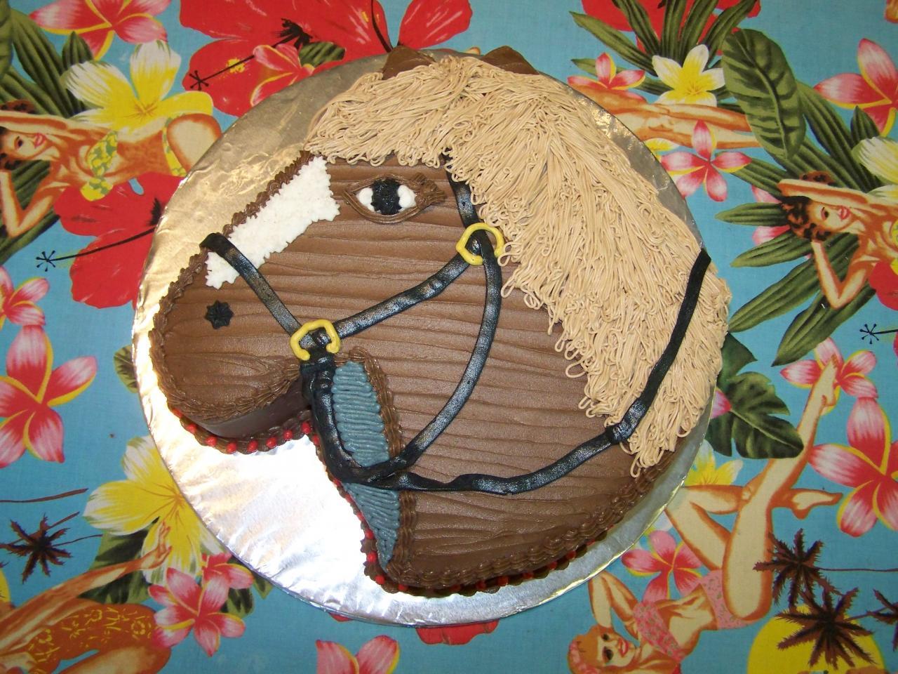 Торты, украшенные кремом в виде лошади