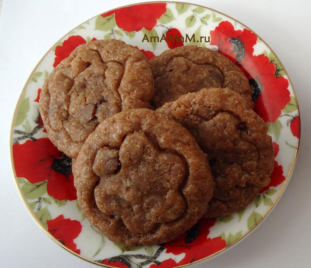 Очень вкусное шоколадное печенье с сахарной корочкой и мягкой начинкой внутри