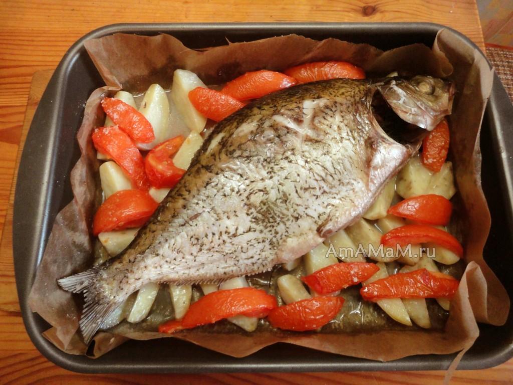 Как запечь леща с картошкой - рецепт и фото
