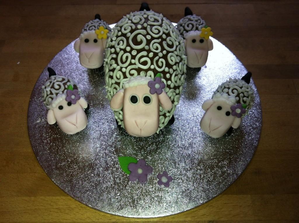 Шоколадная овечка из шоколадного яйца (большого)