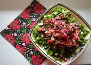 Вкусный салат из свеклы с капустой, морковкой, щавелем и грецкими орехами