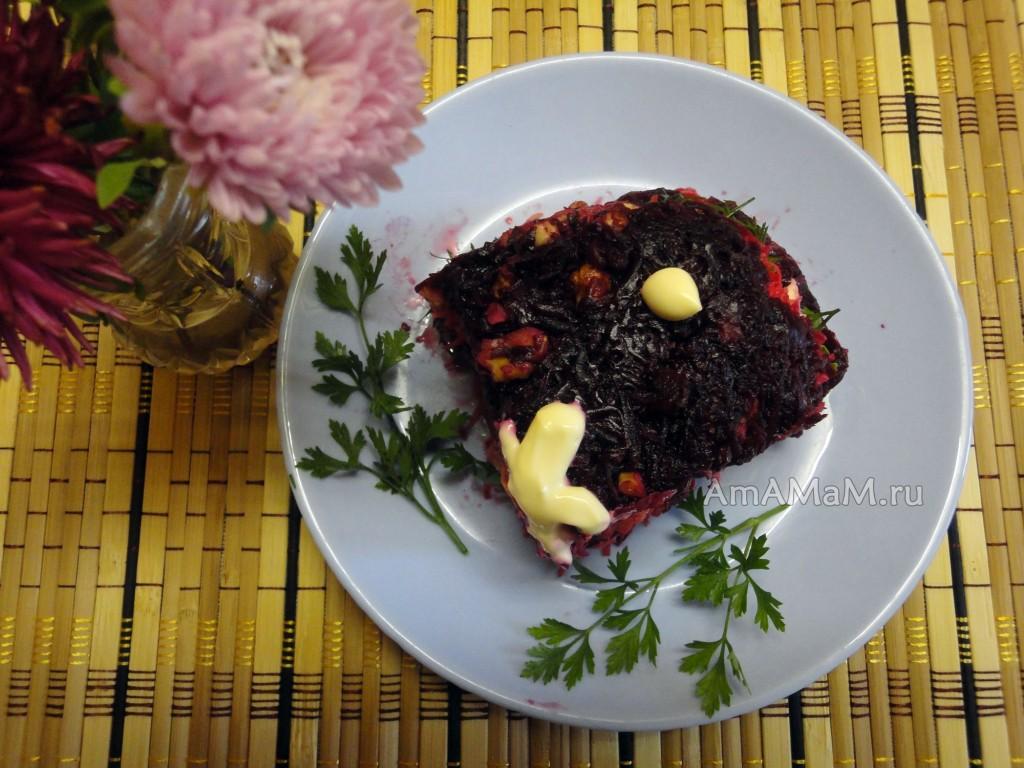Салат со свеклой, морковкой, сыром и грецкими орехами - рецепт