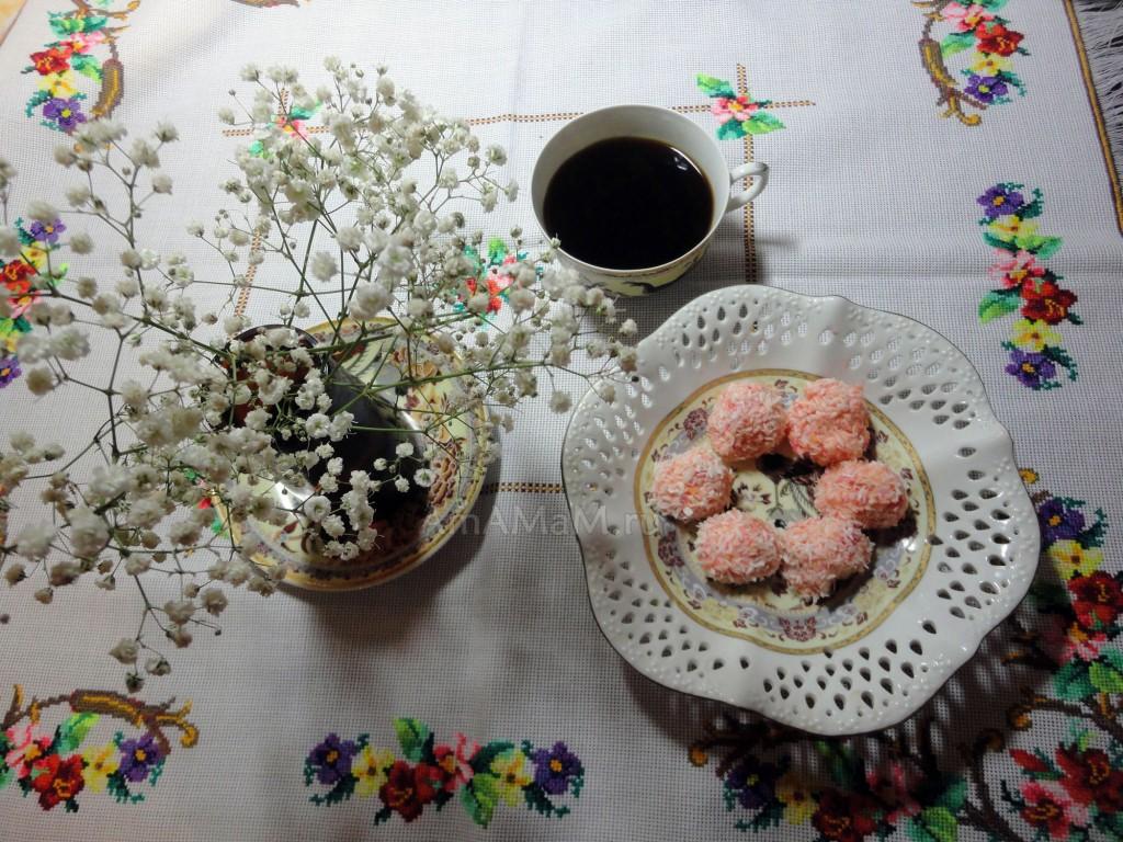 Рафаэлло цвета фламинго - рецепт домашних конфет с орешком
